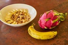 Harina de avena con el plátano imágenes de archivo libres de regalías