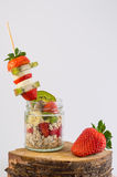 Harina de avena con las frutas Foto de archivo libre de regalías