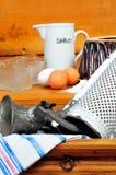 Harina de los huevos de los ingredientes de la hornada Fotografía de archivo libre de regalías