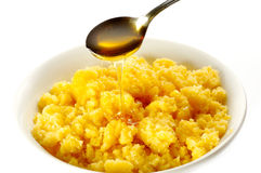 Harina de maíz con la miel foto de archivo