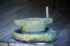 Harina de piedra del molino imágenes de archivo libres de regalías