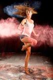 Harina del azul del rosa de la vuelta de la muchacha de la danza de Contemporay Fotos de archivo libres de regalías