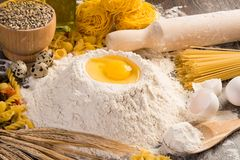 Harina, huevos, aún-vida del trigo Fotografía de archivo libre de regalías