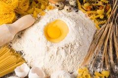 Harina, huevos, aún-vida del trigo Fotos de archivo libres de regalías