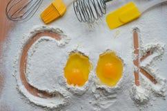 Harina y dos huevos Fotografía de archivo