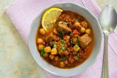 Harira marroquí de la sopa con la carne, los garbanzos, la lenteja, el tomate y el SP imagen de archivo libre de regalías
