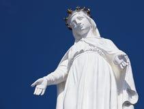 Harissa,我们的黎巴嫩雕象的夫人反对蓝天的 免版税库存照片
