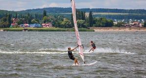 HARKÌV, UCRAINA 21 LUGLIO: 21fare windsurf, 2013 a Harkìv, il Regno Unito Immagini Stock