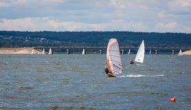 HARKÌV, UCRAINA 21 LUGLIO: 21fare windsurf, 2013 a Harkìv, il Regno Unito Fotografia Stock Libera da Diritti