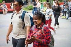 HARK?V, UCRAINA - 19 MAGGIO 2018: la gente felice celebra il festival di colore di Holi fotografia stock libera da diritti