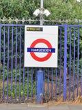 Harlesden London underjordiskt storstads- järnväg roundeltecken arkivfoton