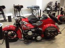 Harley bij het museum Stock Foto