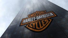 Harley-Davidson-embleem op een wolkenkrabbervoorgevel die op wolken wijzen Het redactie 3D teruggeven Stock Foto's