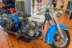 1954 Harley Davidson Hydra Glide Solo-motorfiets in Motorclassic royalty-vrije stock fotografie