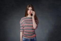 Harm sorgsenhet, frustrationbegrepp Kvinnaskrik av resentm Royaltyfria Bilder