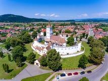 Harman Fortified Church i Transylvania Rumänien som sett från abo royaltyfri fotografi