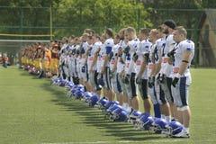 Harmonia de futebol americano entre lobos e o dragão azul Foto de Stock Royalty Free