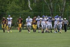 Harmonia de futebol americano entre lobos e o dragão azul Imagem de Stock