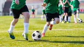 Harmonia do treinamento e de futebol entre equipes de futebol da juventude BO nova Imagens de Stock Royalty Free