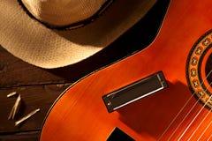Harmonica sur la guitare Photo libre de droits
