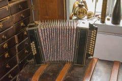Harmonica sur une chaise Image libre de droits