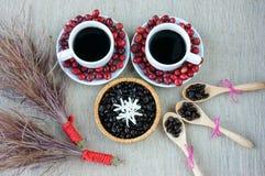 Harmonie créative, grain de café, tasse de café, baies mûres Photographie stock