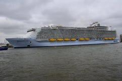Harmonie van het Overzees het grootste de cruiseschip die van de wereld Rotterdam verlaten Stock Foto's