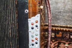 Harmonique de vintage Rétro instrument de musique d'accordéon de bouton images libres de droits