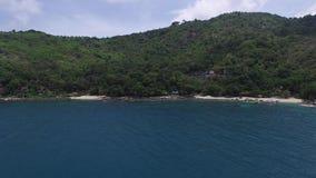 Harmonische Aziatische kust, ontspannende vakantie, van een helikopter stock videobeelden