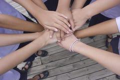 Harmoniskt handteamwork arkivbild