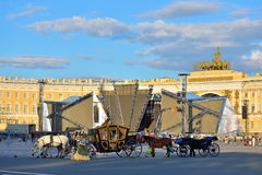 Harnessed to the carriage horses stand in the Palace square in S Stock Photography