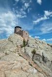 Harney font une pointe la tour de surveillance du feu avec des étapes de maçonnerie en pierre en Custer State Park dans le Black  photo stock
