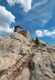 Harney ragen Feuer-Ausblick-Turm in Custer State Park im Black Hills von South Dakota empor USA, das durch den Zivilerhaltungs-Ke lizenzfreies stockfoto