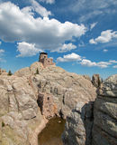Harney ragen Feuer-Ausblick-Turm in Custer State Park im Black Hills von South Dakota empor USA, das durch den Zivilerhaltungs-Ke stockbilder