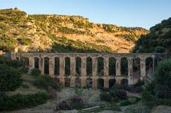 Haroune Roman Aqueduct perto de Moulay Idriss e Volubilis em Moroc fotos de stock
