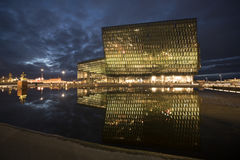 Harpa Concert Hall Building en Reykjavik, Islandia Foto de archivo libre de regalías