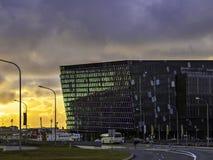 Harpa Concert Hall på solnedgången Royaltyfria Foton