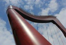 Harpa och molnig skybakgrund Arkivbild