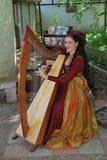 Harpist bei Rennaissance Faire Lizenzfreie Stockbilder