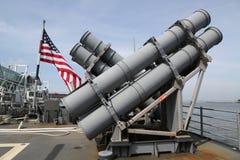 Harpunuje pocisk manewrujący wyrzutnie na pokładzie USA marynarki wojennej klasy krążownik Zdjęcia Royalty Free