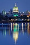 Harrisburg Pennsylvania en la noche Foto de archivo libre de regalías