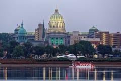 Harrisburg Pennsylvania på skymning Arkivfoton