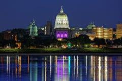 Harrisburg Pennsylwania przy nocą obrazy royalty free