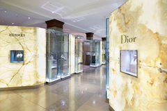 Harrods百货商店内部首饰区域在伦敦 免版税图库摄影