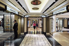 Harrods百货商店内部,豪华时尚在伦敦购物 免版税库存照片