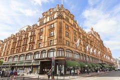 Harrods,在Brompton路,伦敦英国的豪华百货商店 免版税图库摄影