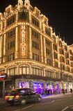 Harrods department store. Taxi passes in front of it Stock Photography
