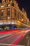Harrodsopslag in Londen, het UK met Kerstmisdecoratie Stock Afbeelding