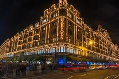 Harrodsopslag in Londen, het UK met Kerstmisdecoratie Royalty-vrije Stock Afbeelding