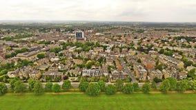 Harrogate-Stadt in lange Strecken-Himmel-Ansicht Arial-Schuss Yorkshires Lizenzfreie Stockfotos